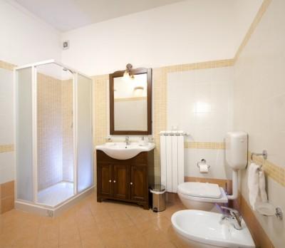Rohový sprchový kout, zdroj: shutterstock.com